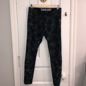 Women's medium camo bike leggings NWOT 🔥